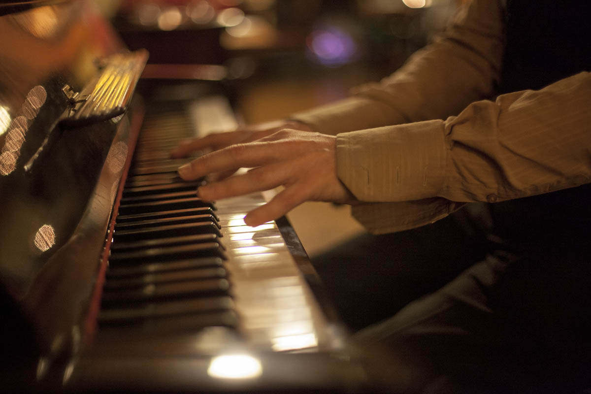 Live Piano Music at Nancy Hands Bar and Restaurant Dublin Ireland